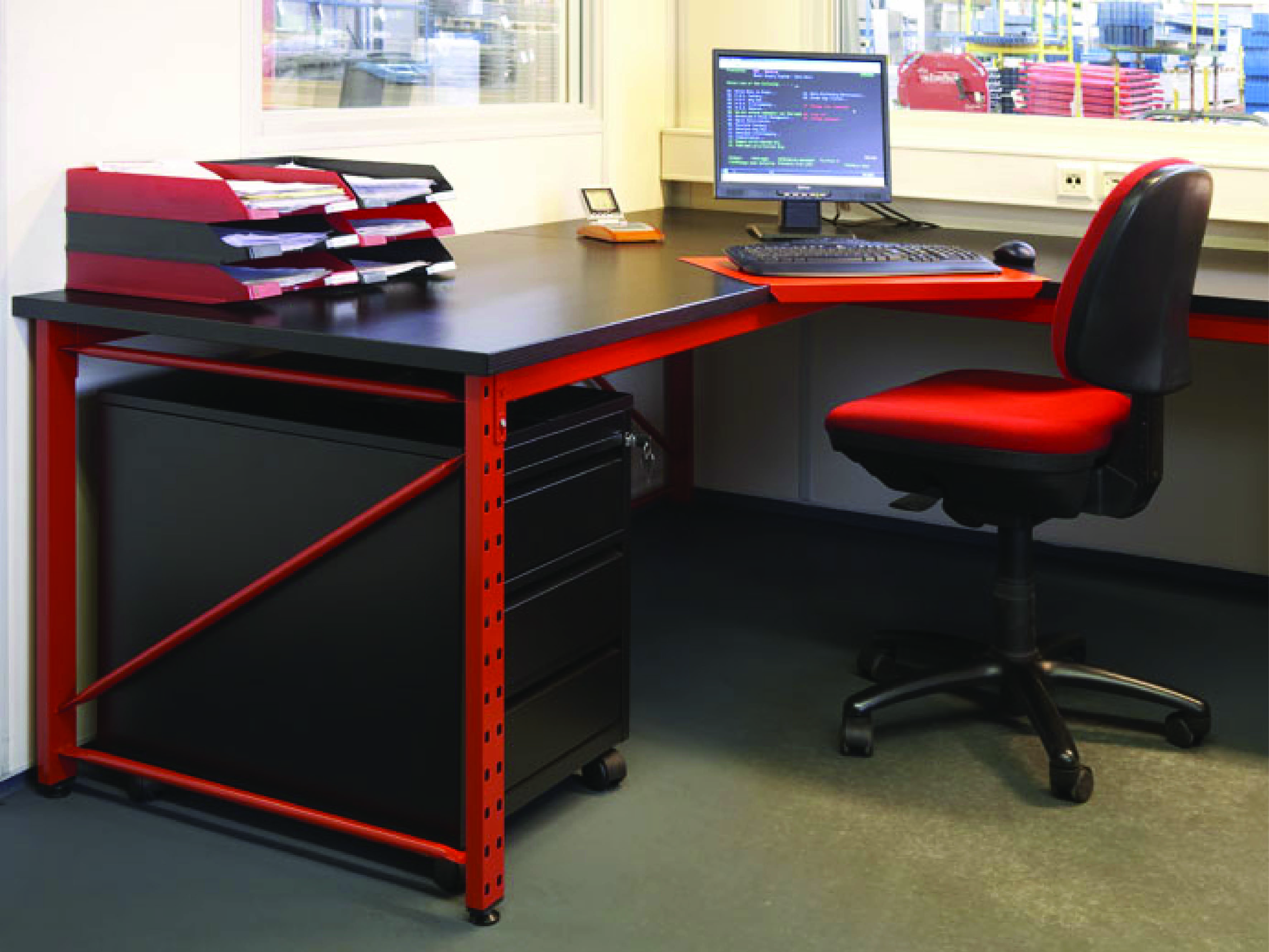 Desks and office storage – Europe Racking