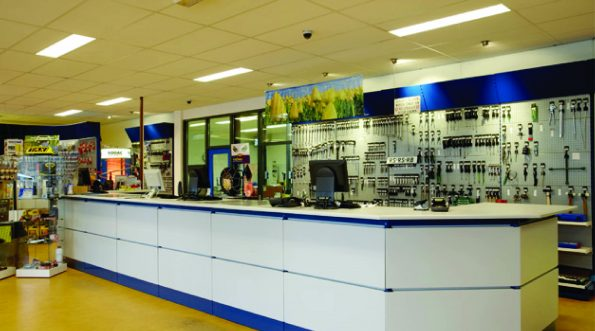 multisystem-shelving-shop-fitting-counter